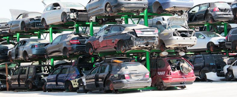 Proceso de vehículos en el desguace
