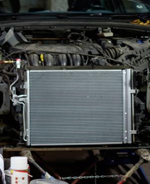 Por qué se calienta el motor del coche